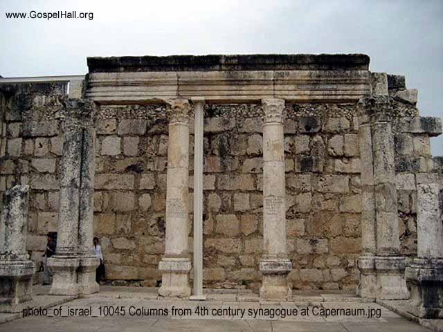 photo_of_israel_10045 Columns from 4th century synagogue at Capernaum.jpg
