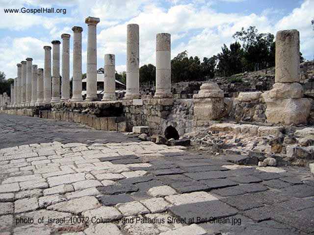 photo_of_israel_10072 Columns and Palladius Street at Bet Shean.jpg