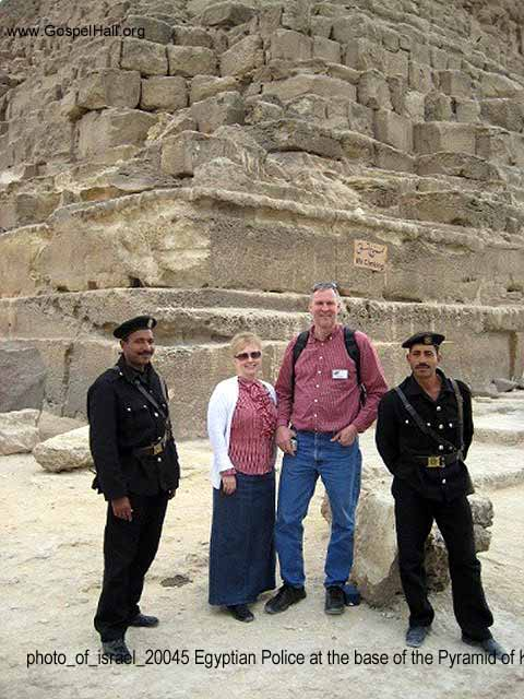 photo_of_israel_20045 Egyptian Police at the base of the Pyramid of Khafre.jpg