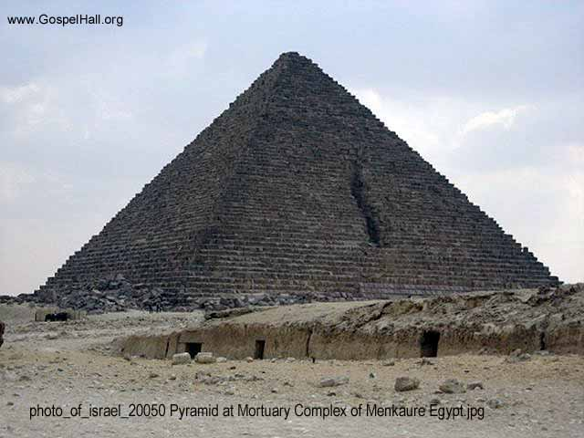 photo_of_israel_20050 Pyramid at Mortuary Complex of Menkaure Egypt.jpg